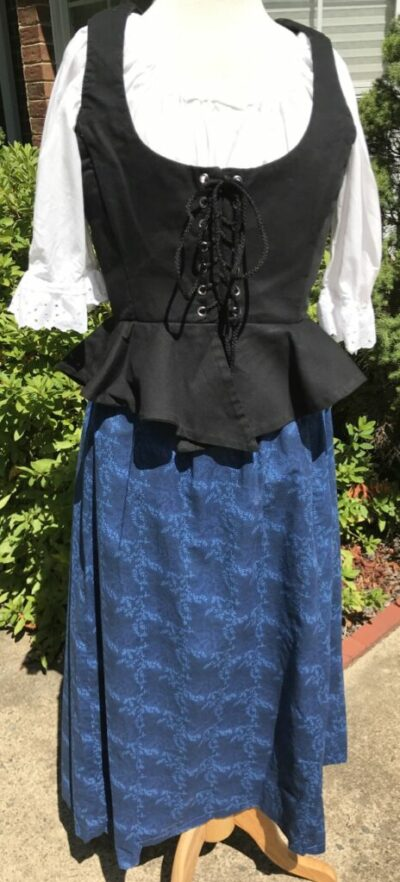 Blue Cotton skirt in a leaf pattern Med to LG